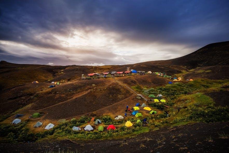 Kemping na Islandii to jedna z najpopularniejszych form spędzania urlopu na wyspie.