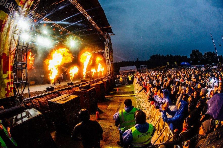 Erlebe das epische Secret Solstice Musikfestival im Juni.