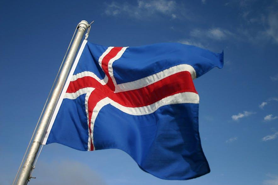 Islandzka flaga powiewająca na wietrze