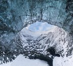 アイスケーブまで約1時間半氷河ハイキングする氷の洞窟ツアー