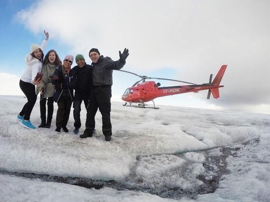 photo de groupe lors de notre sortie hélicoptère en Islande