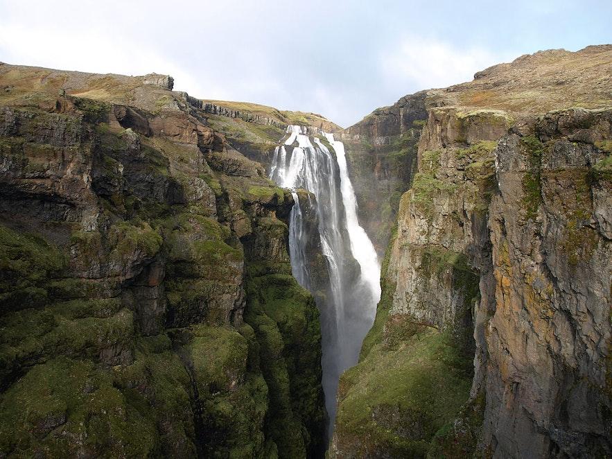 格里穆尔瀑布是冰岛热门的徒步地点之一