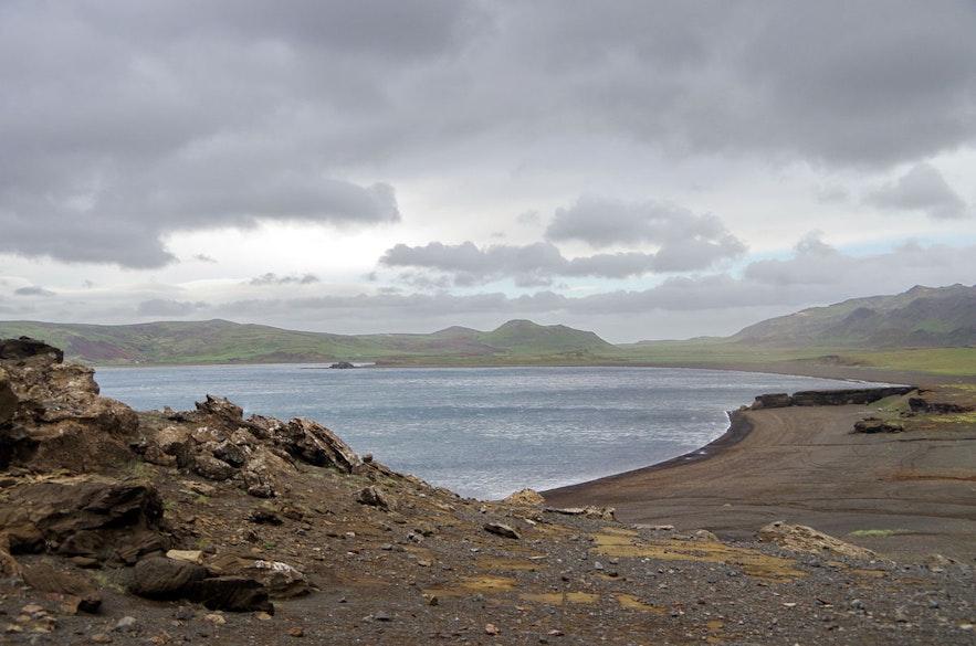 雷克雅内斯的克莱瓦湖是冰岛最热门的潜水地点之一