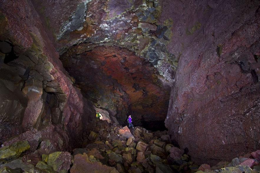 Grotte de Vidgelmir est accessible à tout âhe