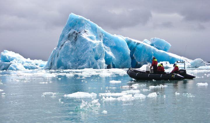 Tur med gummibåt på bresjøen Jökulsárlón   Møtes på stedet