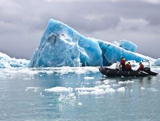 Paseo en barco por el zodiaco en la laguna glaciar de Jokulsarlon | Reunirse en lugar