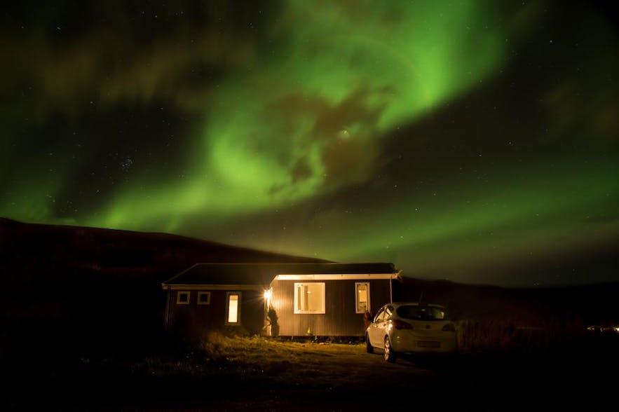 在阿克雷里小镇住度假屋,看极光