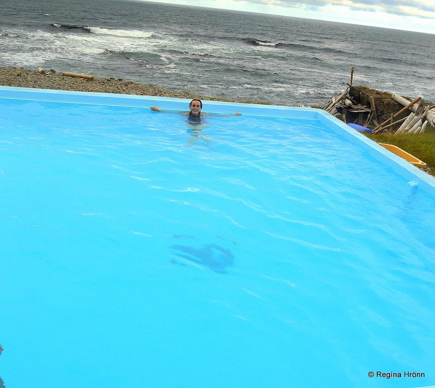 Regína Soaking inKrossneslaug pool at Strandir