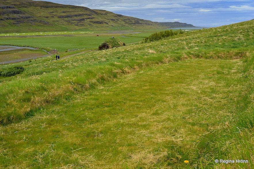 Eiríksstaðir - the ruins of a Viking longhouse