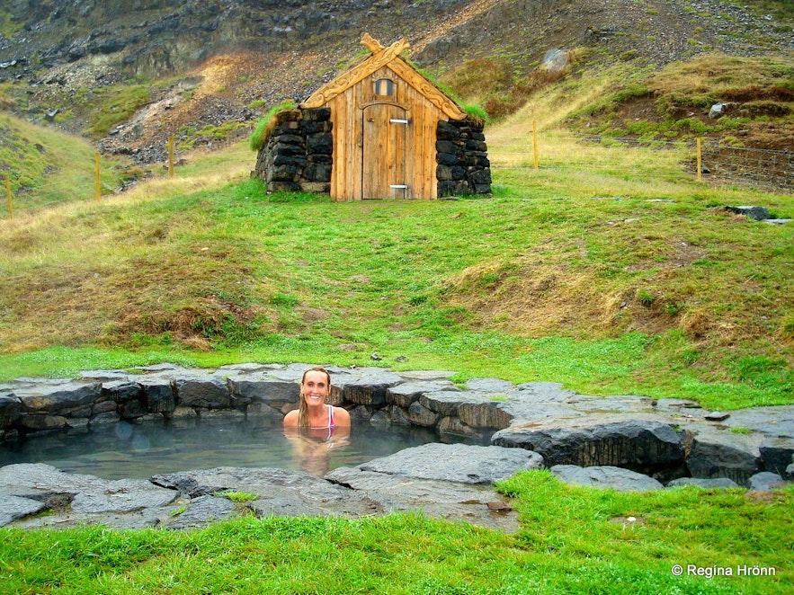 Regína in Guðrúnarlaug in Iceland