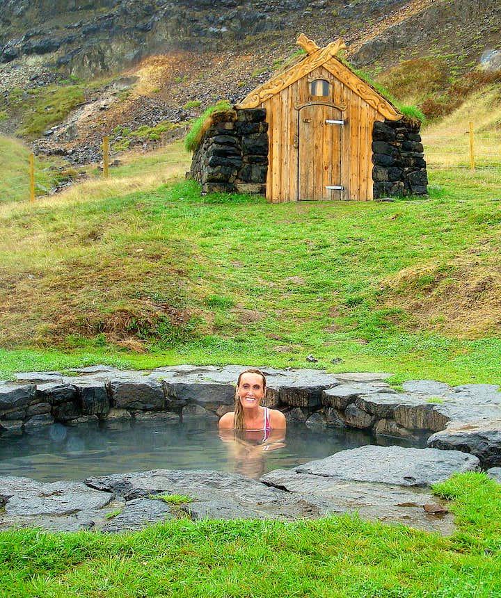 Regína in Guðrúnarlaug hot tub