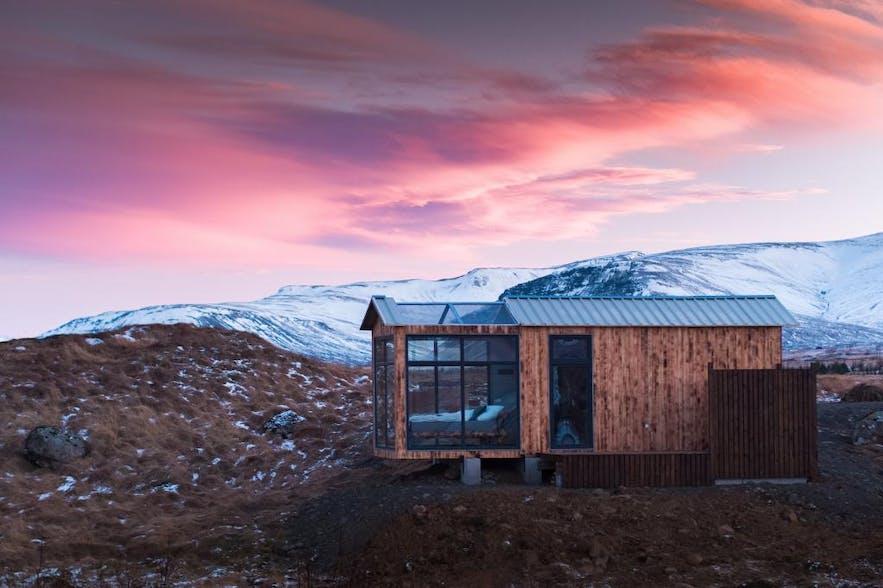冬季在冰岛住玻璃屋,天黑前可以看粉色日落