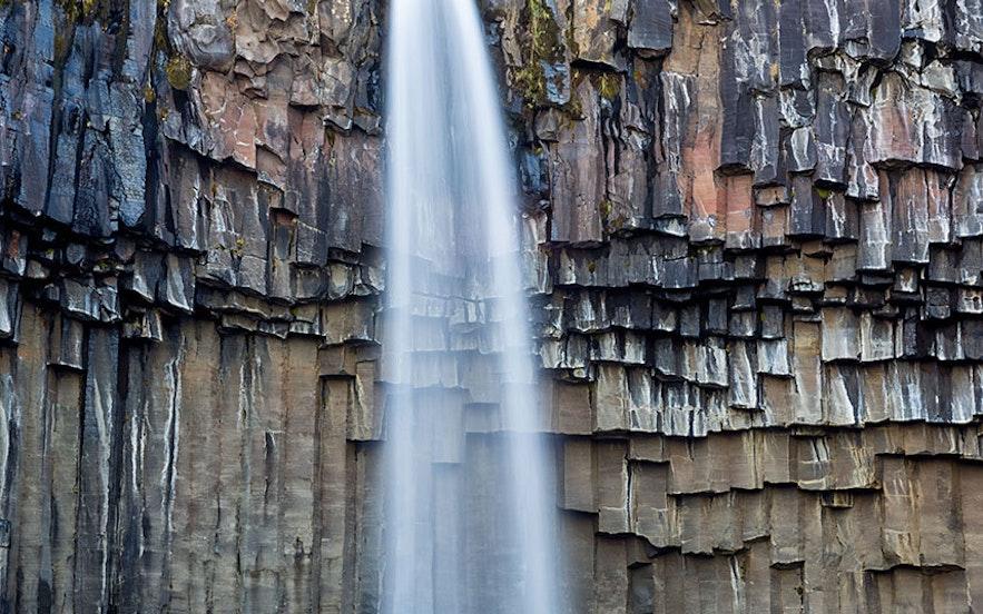 瓦特那冰川国家公园内的斯卡夫塔山自然保护区-斯瓦蒂瀑布