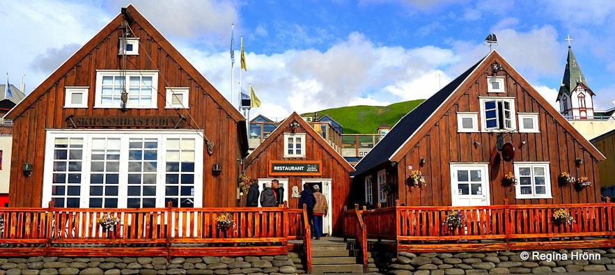 Húsavík harbour Húsavík