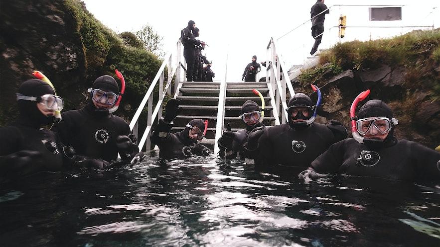 冰島浮潛入水前