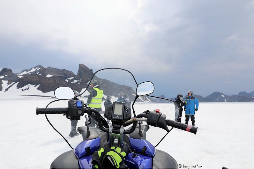 雪地摩托冰川視角