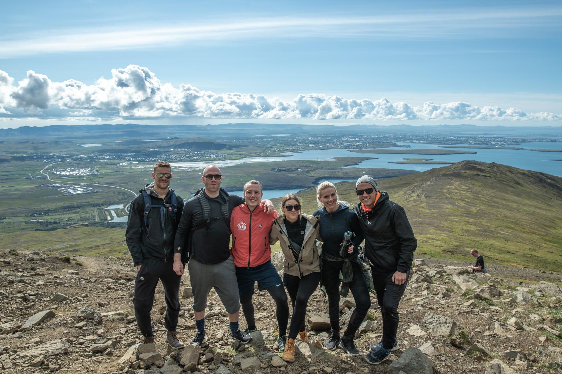 Das Wandern auf dem Berg Esja ist ein Vergnügen für die ganze Familie.