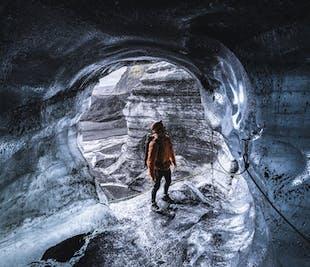 ヴィークの町発|ミールダルスヨークトル氷河の洞窟
