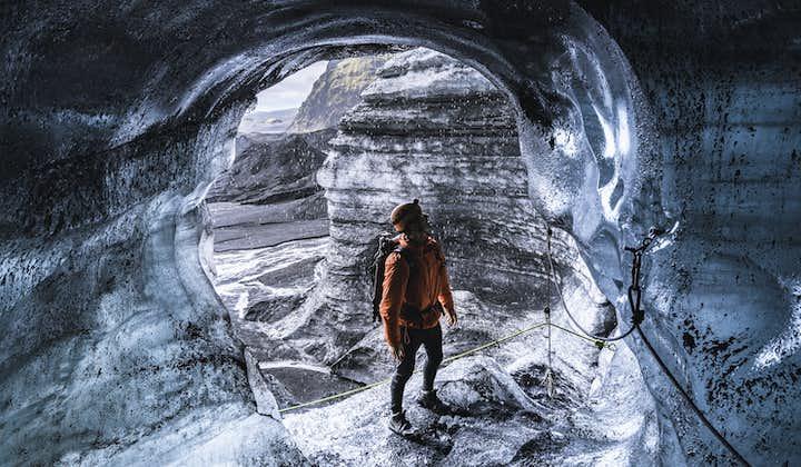 Grotte de glace naturelle à Katla   Départ de Vik