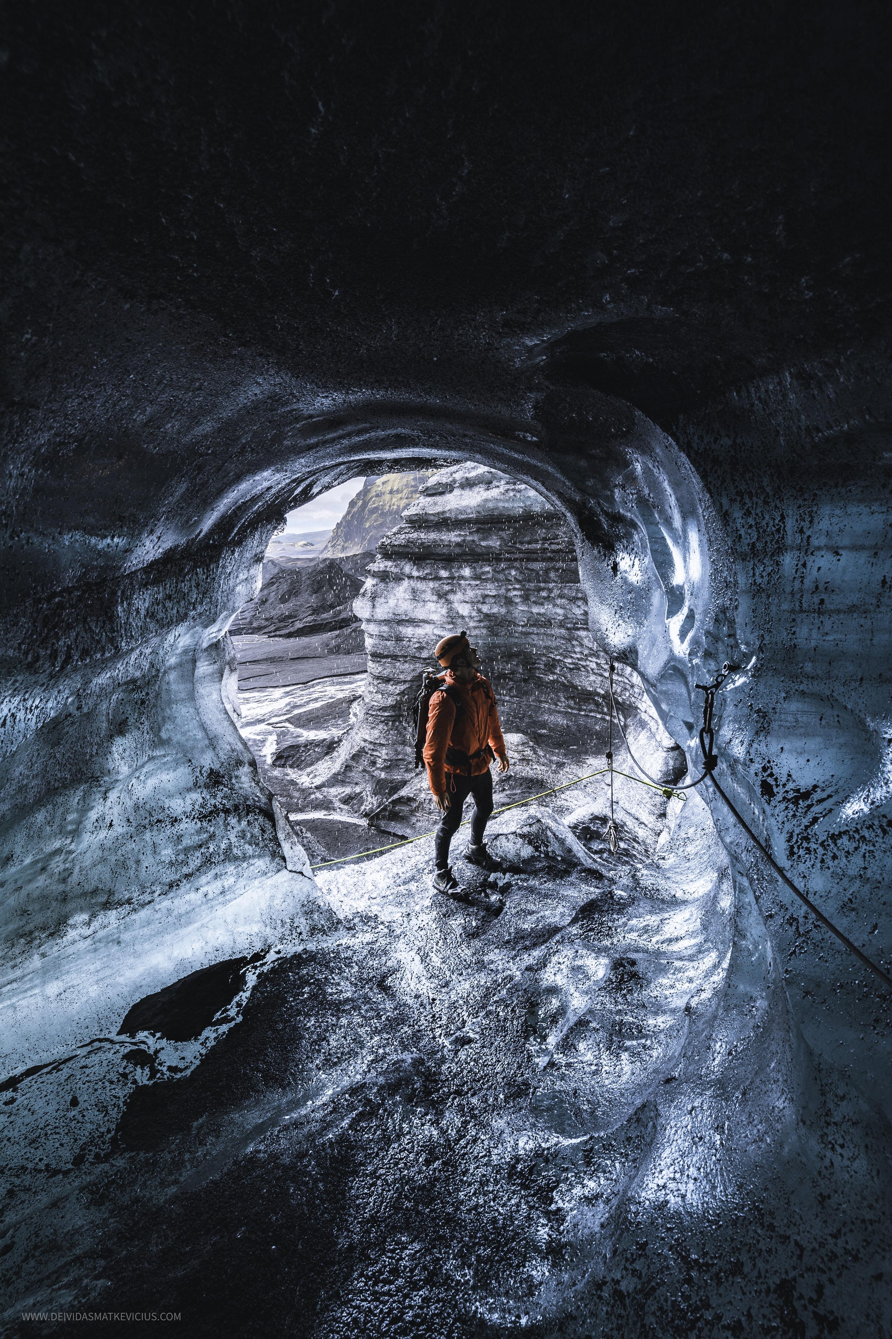 La cueva de hielo de Katla está ubicada dentro del glaciar Mýrdalsjökull, el cuarto casquete de hielo más grande de Islandia.