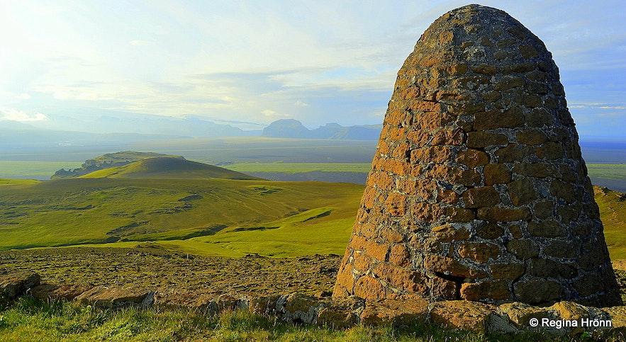 On to of Hjörleifshöfði - the big cairn