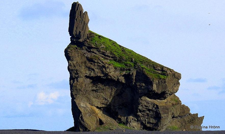 Arnardrangur pillar by Hjörleifshöfði cape