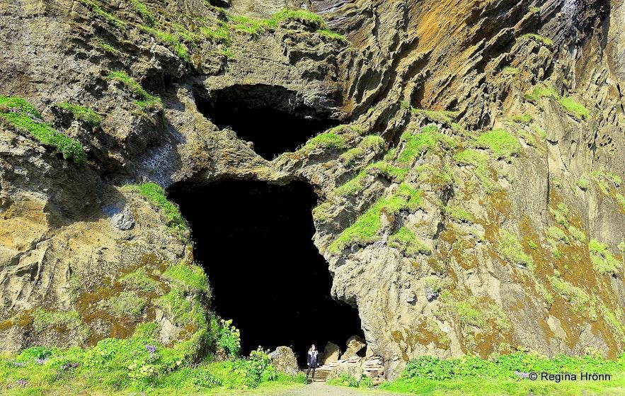 Regína by Gýgjagjá - the Yoda Cave by Hjörleifshöfði