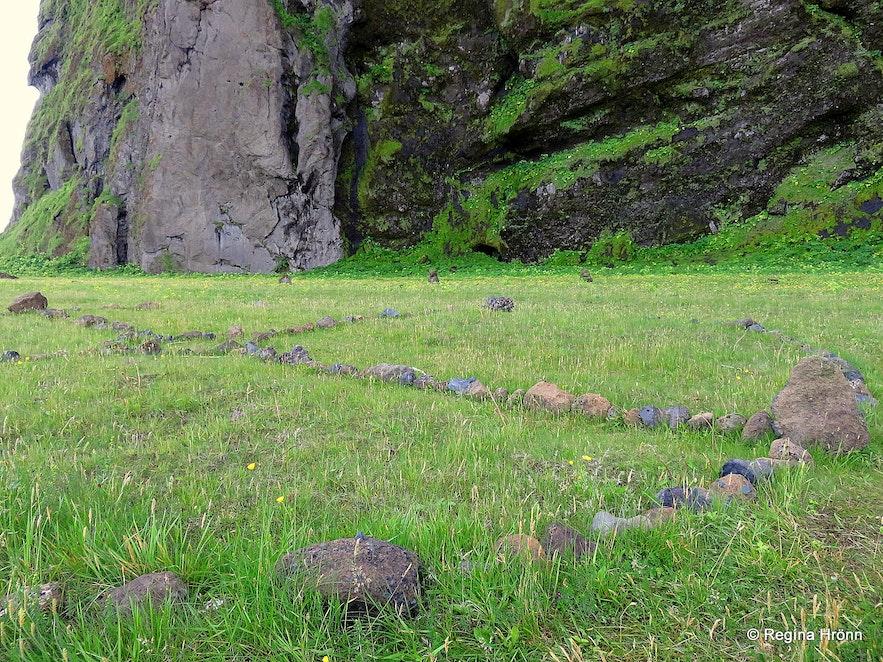 Rocks lined up to make a circle by Hjörleifshöfði