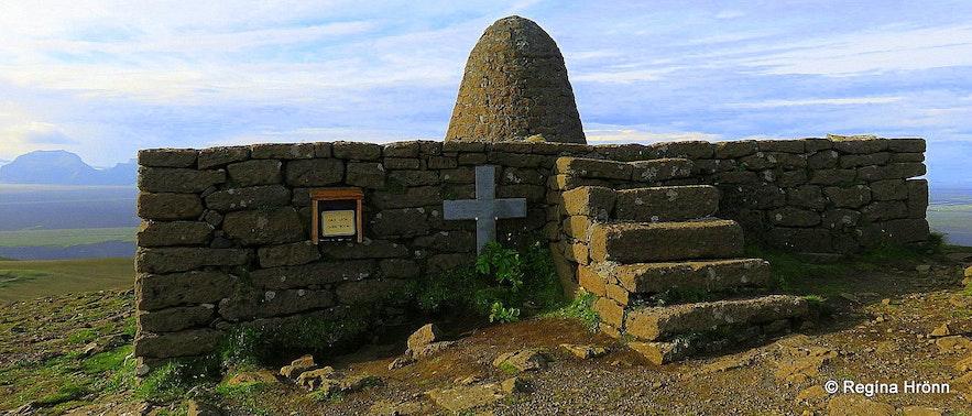 The family plot on top of Hjörleifshöfði