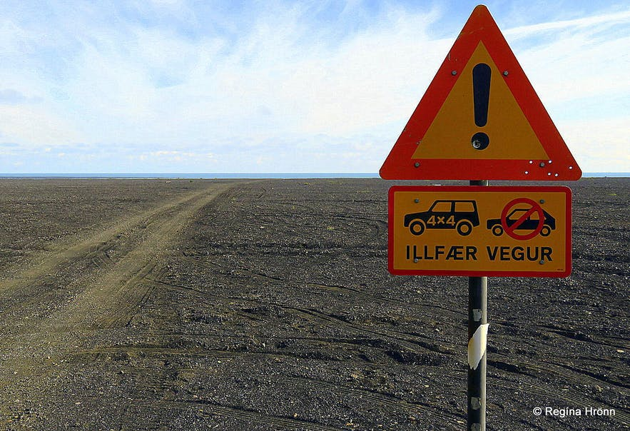 The warning sign by Kötlutangi spit