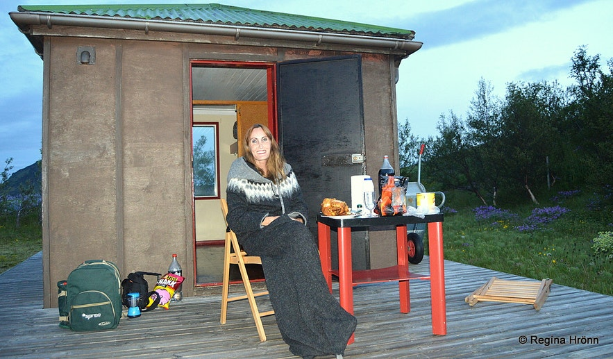 Regína in a hut in South-Iceland