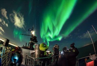 Observation d'aurores boréales à bord d'un bateau | Au large de Reykjavik