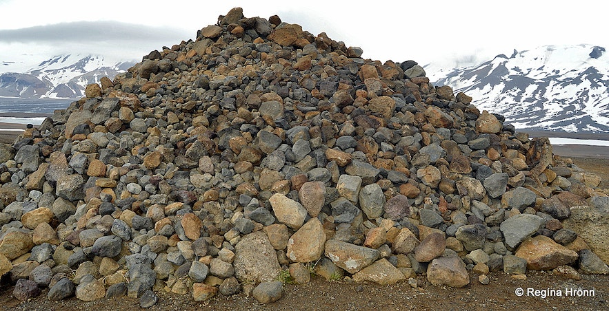 A massive heap of stones in Kaldidalur
