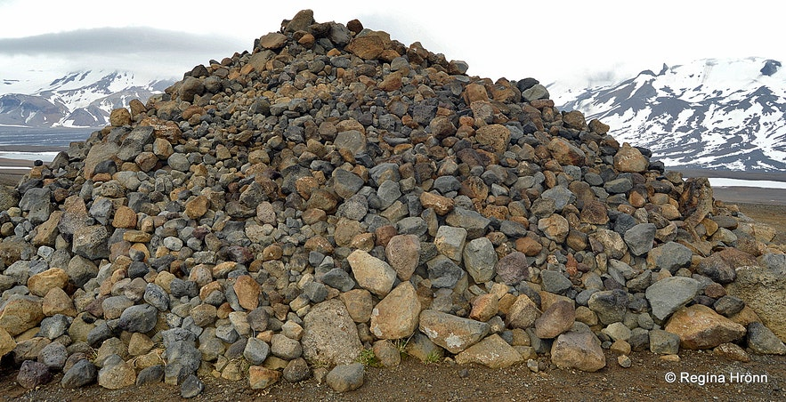 The stone pile on the Kaldidalur route