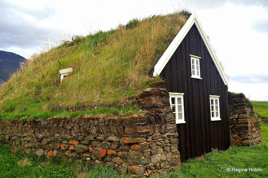 Saurbæjarkirkja turf church