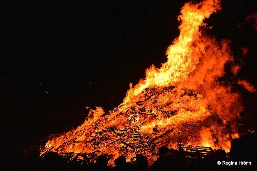 Bonfire in Reykjavík on New Year's Eve