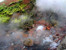 arhver-vellir-in-west-iceland-have-you-ever-seen-a-hot-spring-in-the-middle-of-a-river-6.jpg