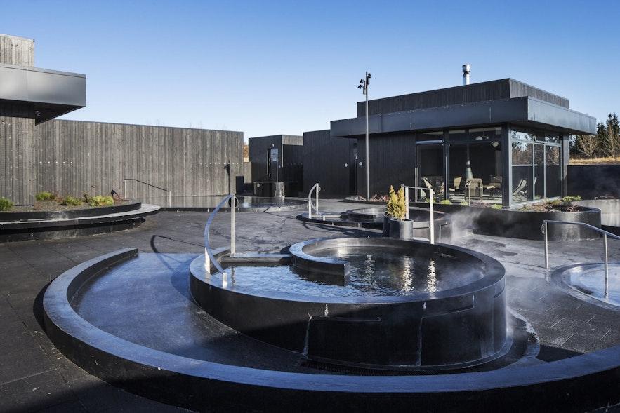 冰岛西部Krauma温泉的热水正是来自德尔达图赫菲温泉