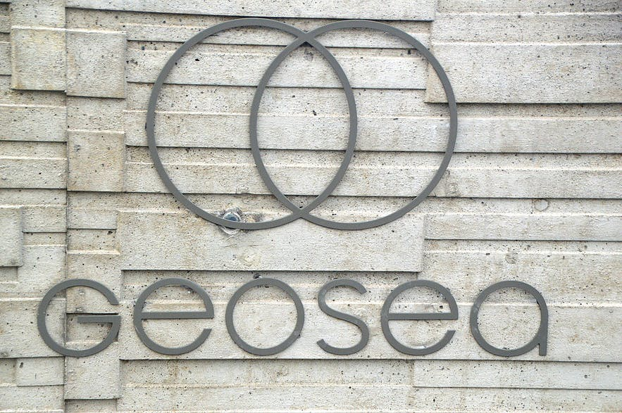 The logo of Geosea geothermal sea baths
