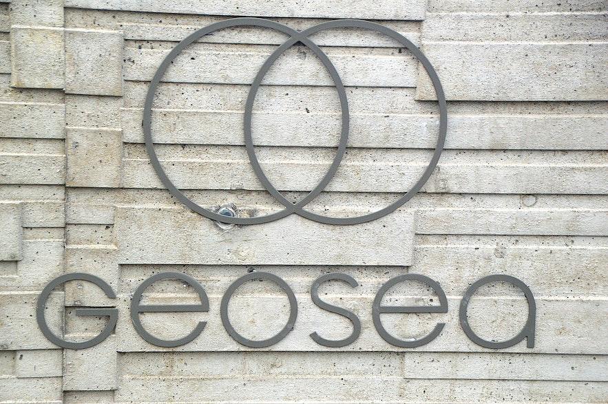 The logo of Geosea geothermal sea baths