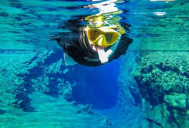 Snorkeling w szczelinie Silfra, pomiędzy kontynentami | Darmowe zdjęcia