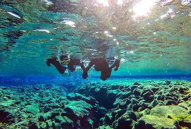 Minibus-Tour zum Golden Circle & Schnorcheln in Silfra | Gratis Unterwasser-Fotos