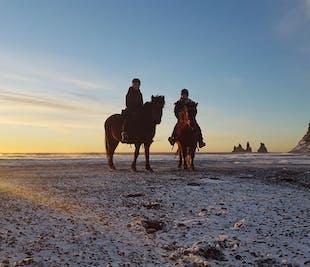 Balade à cheval sur la plage de sable noir de Reynisfjara | Vers Vik