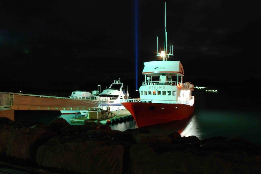 从雷克雅未克可乘船前往梦想和平塔所在的小岛维迪岛