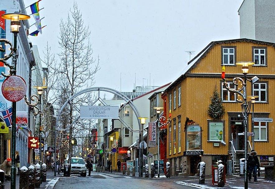 Laugavegur购物主街有数量众多的冰岛酒店、餐厅、酒吧、商店