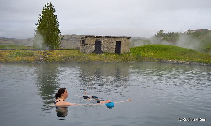 Regína getting a massage in the Secret Lagoon in South-Iceland