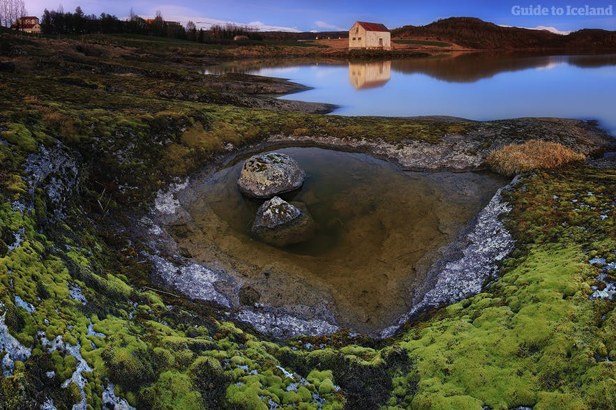 冰岛东部埃伊尔斯塔济小镇和拉加尔湖(Lagarfljót)