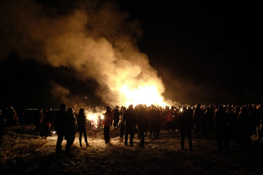 Lagerfeuer am Rande von Reykjavik