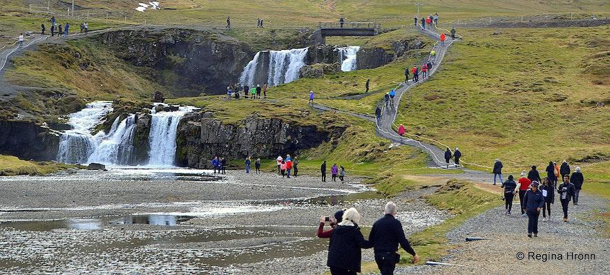 Crowds at Kirkjufellsfoss waterfall Grundarfjörður