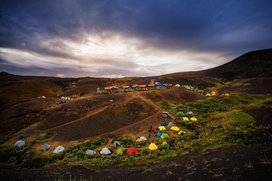 在冰岛露营
